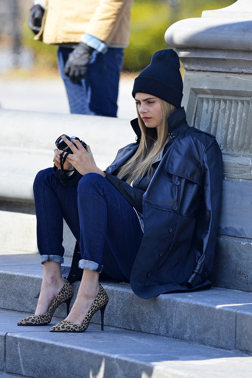 Cara Delevingne Beanie Leopard Jeans Leather Jacket Off Duty Model Style The Lifestyle Reporter