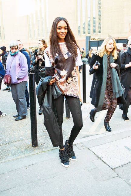 Jourdan Dunn Black Pants Oversize Tea Patterned The Lifestyle Reporter