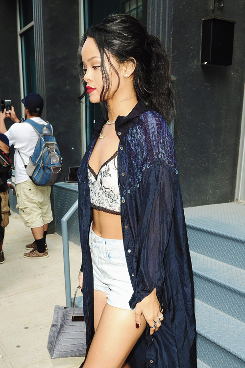 Rihanna Long Shirt Crop Top Jeans Black Hair The Lifestyle Reporter
