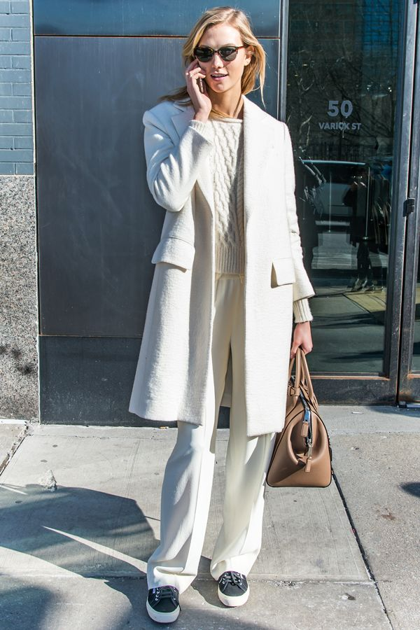 Karlie Kloss Streetstyle White Sweater Jumper Coat Pants Tennis Shoes Tan Purse Model Style