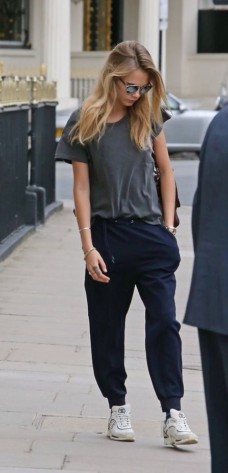 Cara Delevingne Sweatpants Sneakers Chanel Model Style